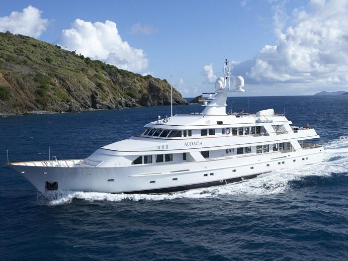 Charter_yacht_audacia