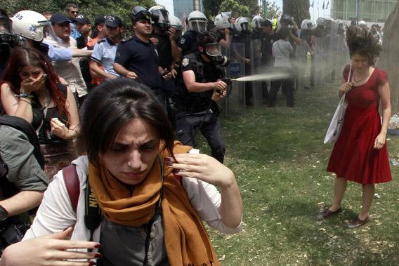 Turkey_women_in_red_close_up