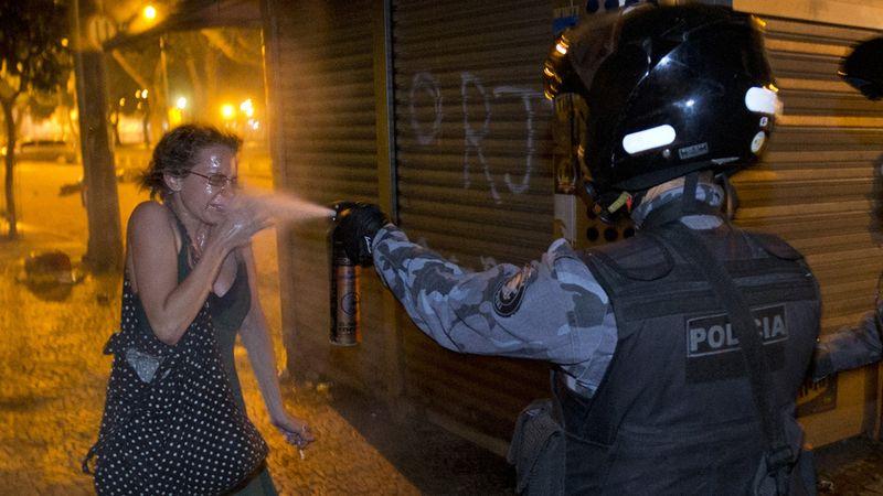 Brazil_women_pepper_spray